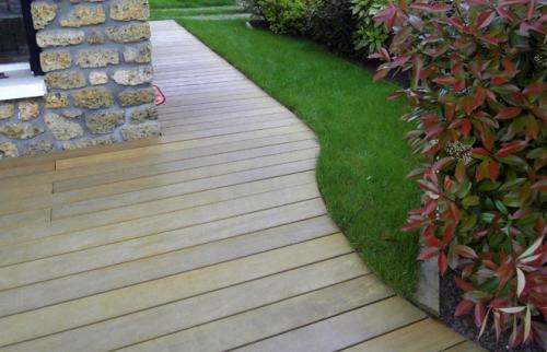 Terrasse en bois terminé et aménagement paysager - La Maison des Travaux Paris 17